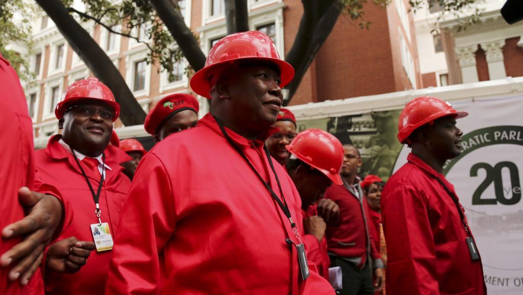 Julius Malema, leader du parti EFF, se rend au Parlement sud-africain où il vient d'être élu, le 21 mai 2014. REUTERS/Sumaya Hishaml