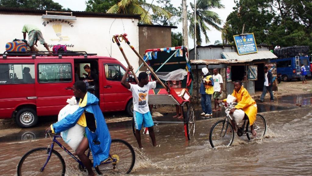 Dans le sud-est de Madagascar, plusieurs routes sont coupées et les cultures ont été endommagées. AFP PHOTO / ANDREEA CAMPEANU