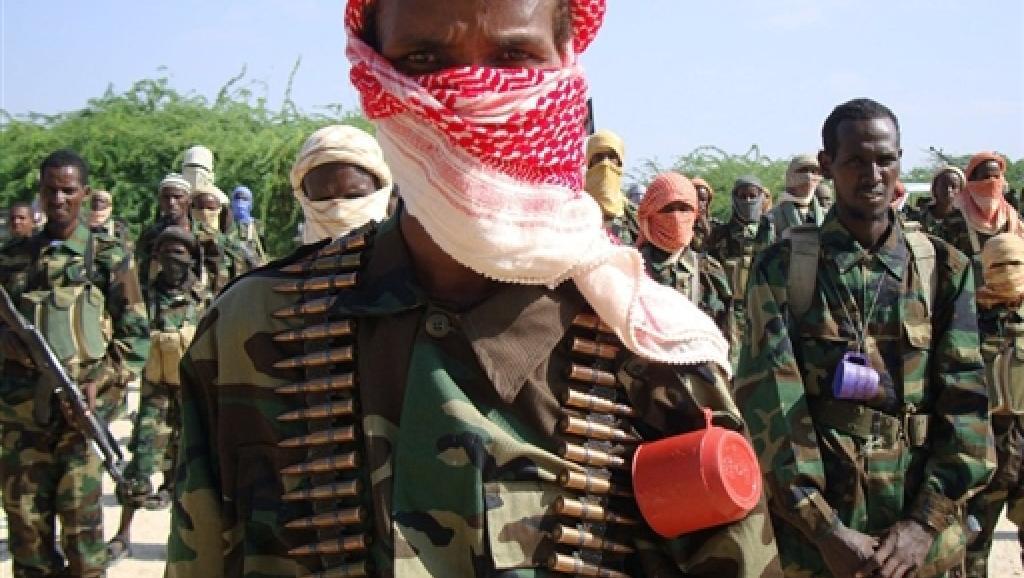 Des combattants shebab lors d'un entraînement militaire. AFP/TOPSHOTS/STRINGER