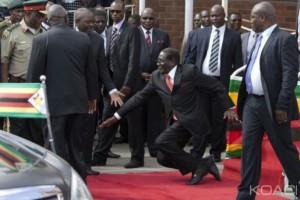 Zimbabwe: Mugabe fait une mauvaise chute à l'aéroport
