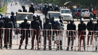 Des soldats burkinabè lors des manifestations de la société civile en 2014