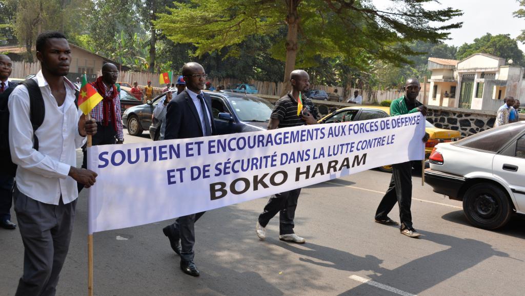 Une marche de soutien aux forces armées dans la lutte contre Boko Haram, dans les rues de Yaoundé, le 21 janvier 2015. Reinnier KAZE / AFP