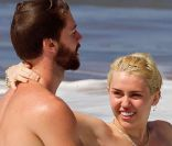 Miley Cyrus, seins nus : Eclats de rire et tendresse avec son chéri Patrick...