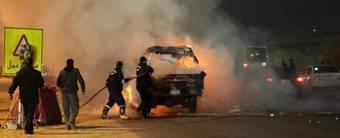 Des véhicules en feu