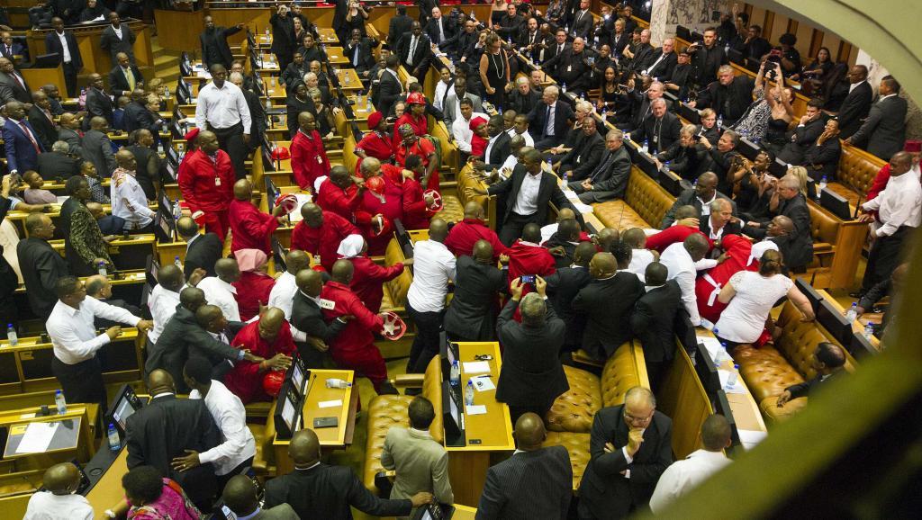 Afrique du Sud: beaucoup de questions après les heurts au Parlement