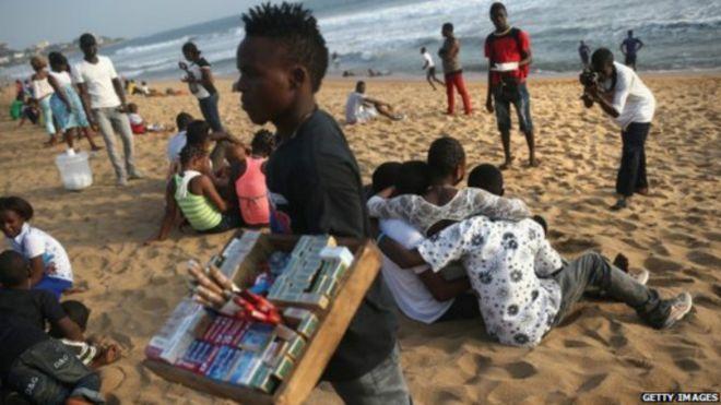 Célébrer à la plage est une activité populaire au Liberia