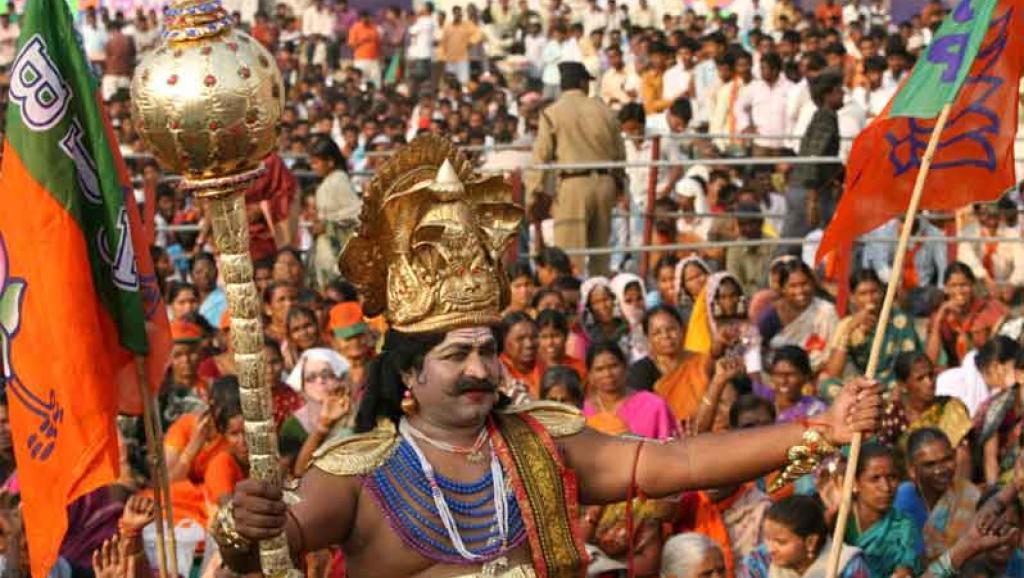 Des militants du BJP, dont serait proche Gurmeet Ram Rahim Singh, le leader spirituel d'une secte basée dans le nord de l'Inde, qui compte des dizaines de millions d'adeptes. Reuters/Krishnendu Halder