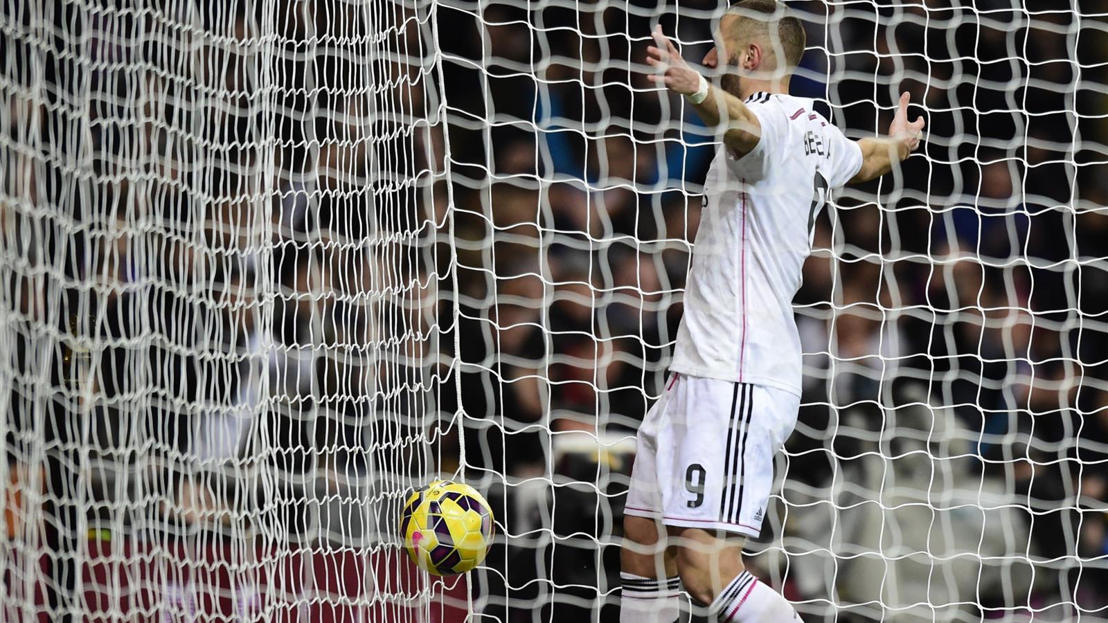 Real Madrid - La Corogne (2-0) : Benzema dépasse Ronaldo et continue d'écrire son histoire au Real