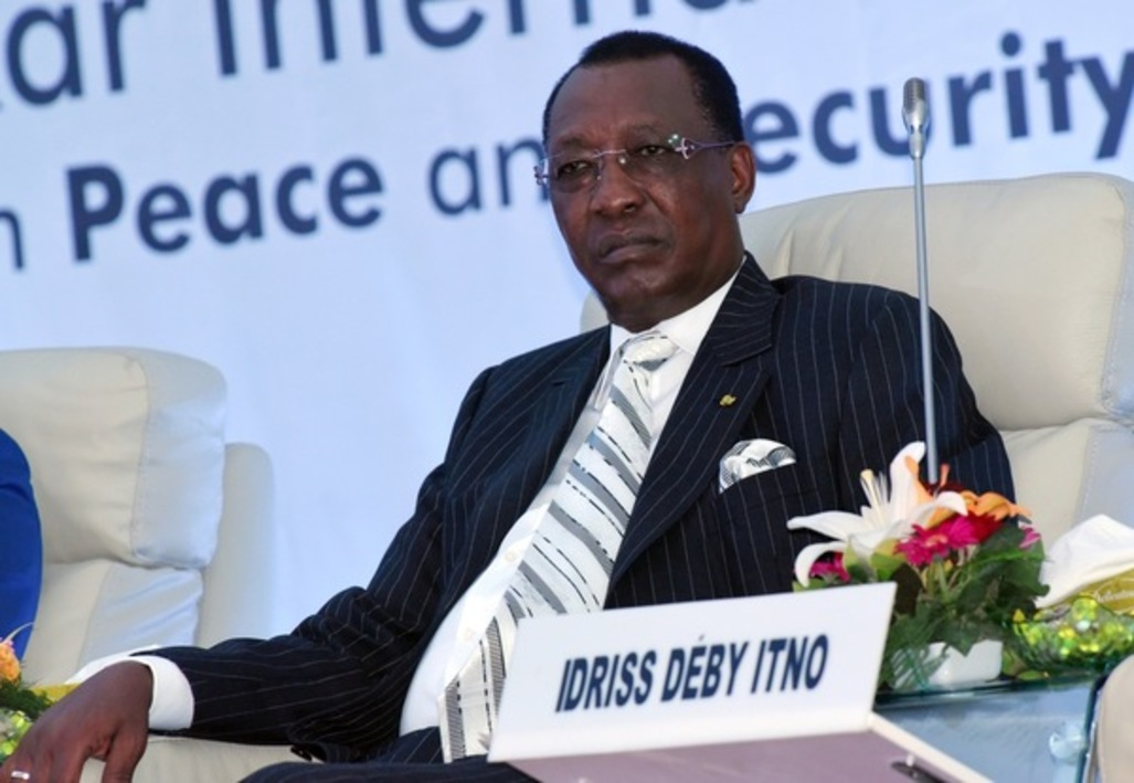 SEYLLOU BINANI/AFP Le président tchadien, Idriss Deby Itno lors du forum international sur la paix et la sécurité en Afrique à Dakar (décembre 2014). Pour Saleh Kebzabo, chef de file de l'opposition tchadienne « Idriss Déby utilise Boko Haram pour resserrer son contrôle sur la population.».