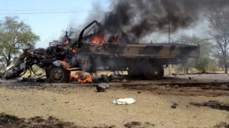 Le bus de 18 personnes a explosé avec des passagers à bord et a fait de nombreux blessés