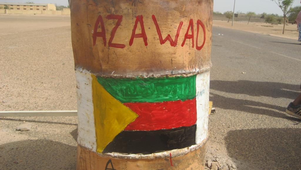 Un tonneau peint aux couleurs du MNLA à la frontière du Mali et du Niger. RFI/Moussa Kaka