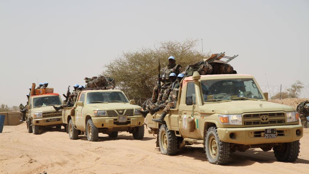 Départ de patrouille des casques bleus guinéens et béninois de la Minusma. RFI / Claude Verlon