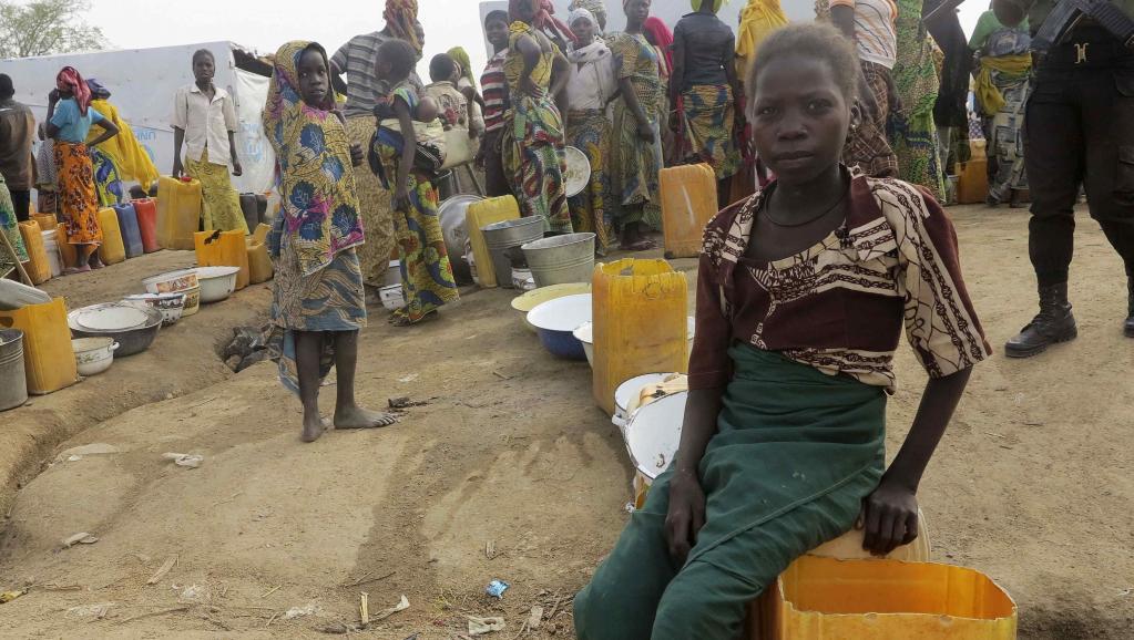 Des réfugiés font la queue pour de l'eau dans le camp de Minawao dans le nord du Cameroun, le 18 février 2015. REUTERS/Bate Felix Tabi Tabe
