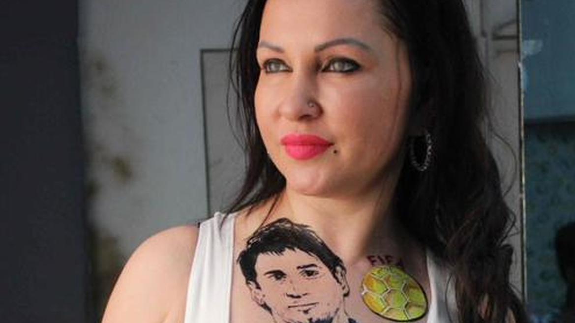 Une actrice se tatoue Messi… sur la poitrine
