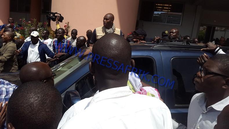 Direct Verdict Karim: les images de l'arrivé de wade au Tribunal