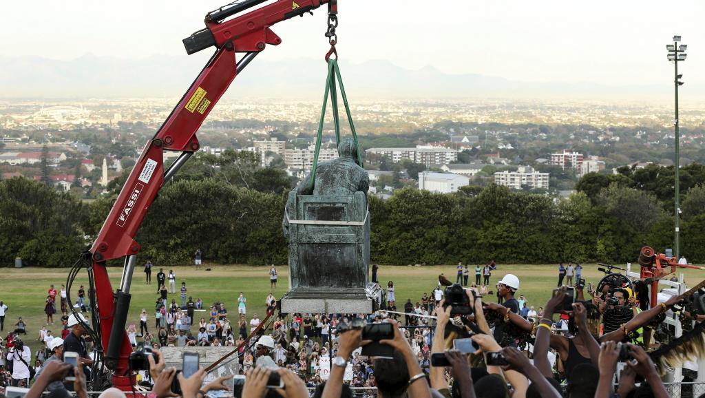 Afrique du Sud: la statue d'un colon britannique déboulonnée au Cap