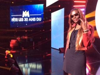 Emission Top 50 de M6 en France : Coumba Gawlo est en pleine répétition
