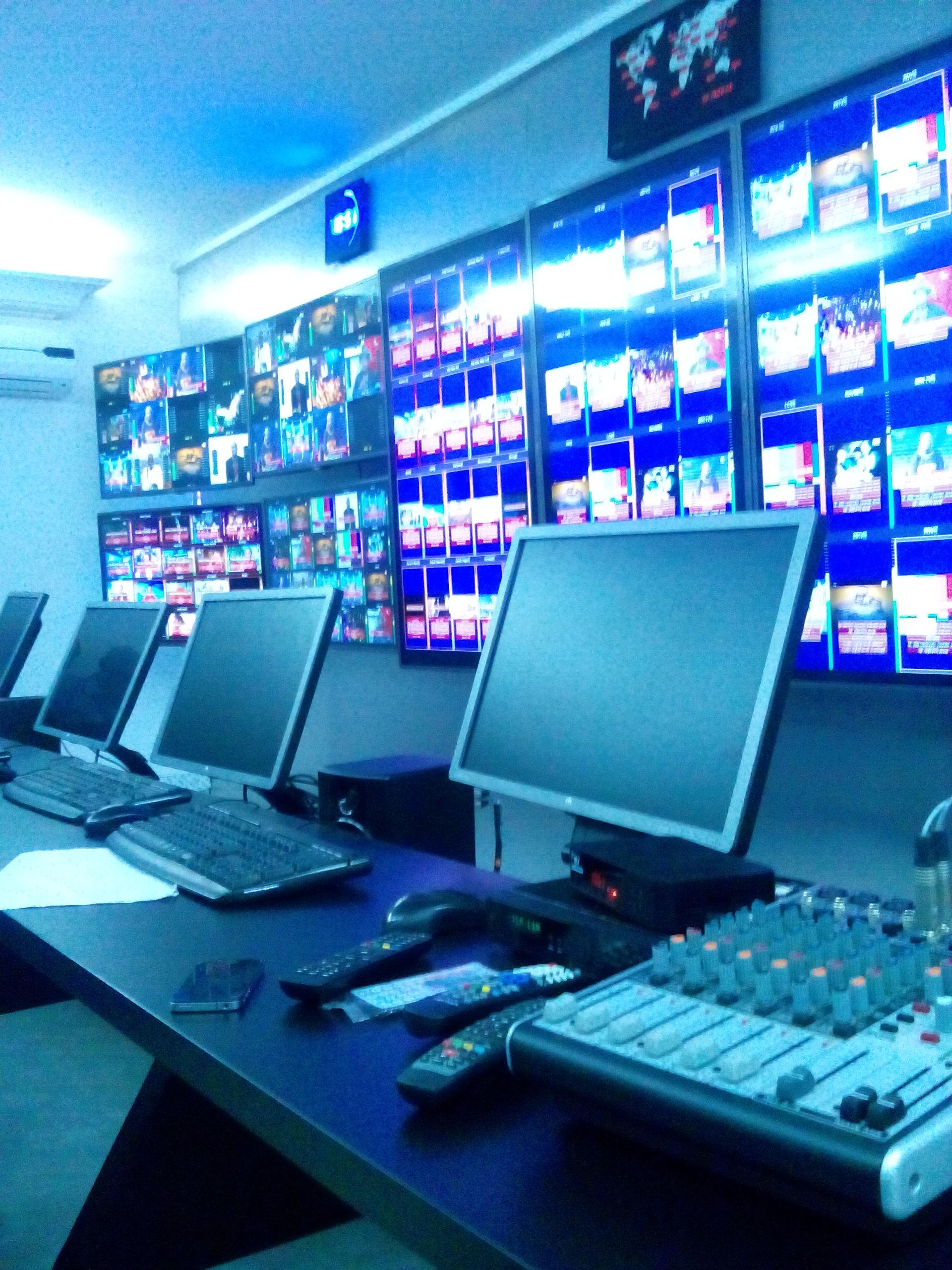 Télévision Numérique Terrestre au Sénégal,  les techniciens à l'oeuvre