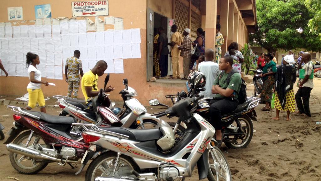 Un bureau de vote à Cotonou lors des élections législatives remportées par le parti du président Boni Yayi. Photo : RFI / G.T