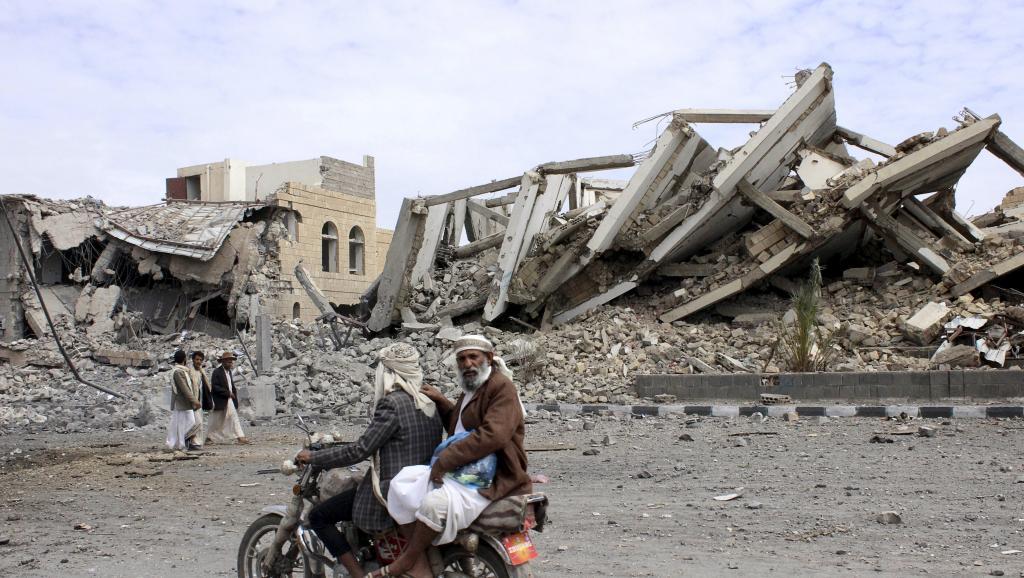Au Yémen, les bombardements frappent l'aéroport de Sanaa