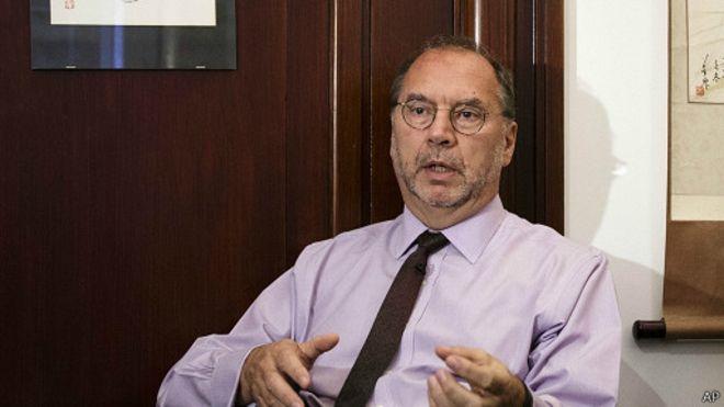 Il faut continuer à travailler à un vaccin contre la fièvre Ebola, dit le docteur Peter Piot.