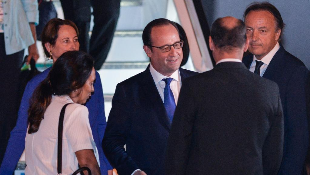 François Hollande à son arrivée à la Havane. AFP PHOTO / ADALBERTO ROQUE