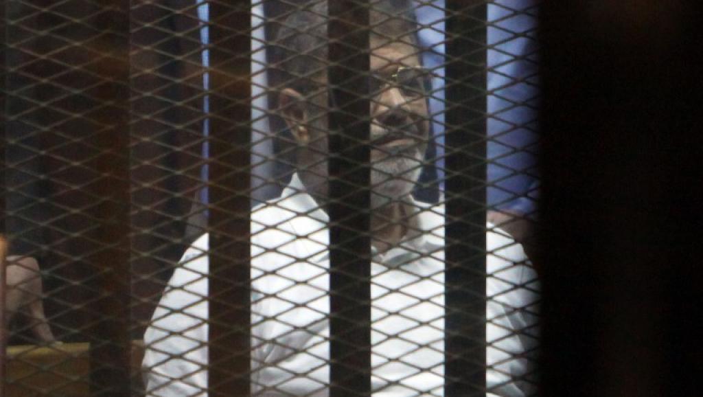 L'ancien président égyptien, Mohamed Morsi, lors d'un précédent procès au Caire, en avril 2015. Il avait alors écopé de 20 années de prison. (AFP/Ahmed Gomaa/NurPhoto)