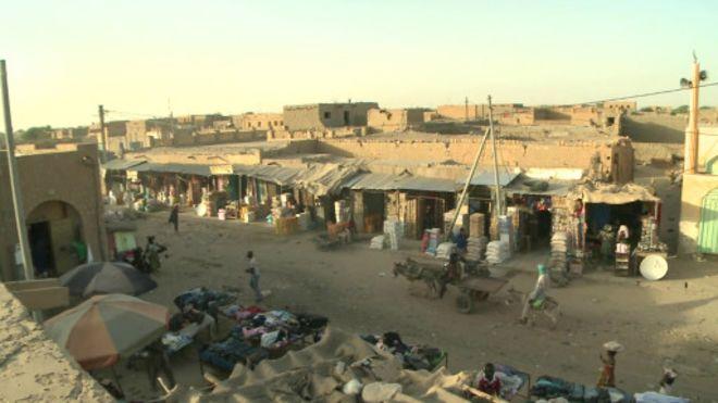 Une vue de Tombouctou, l'une des villes du nord du Mali que se disputent l'armée et les rebelles.