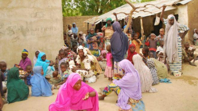 Ces femmes auraient été libérées fin avril 2015 des mains de Boko Haram, selon l'armée nigériane, qui a diffusé la photo