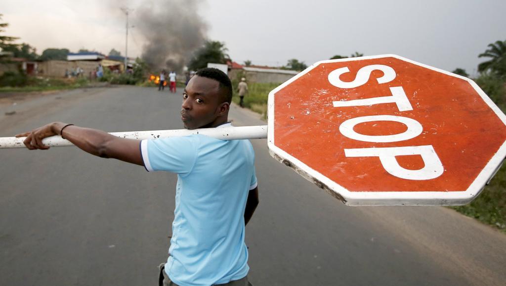 IManifestant anti-troisième mandat du président Nkurunziza, à Bujumbura, le 26 mai 2015. REUTERS/Goran Tomasevic