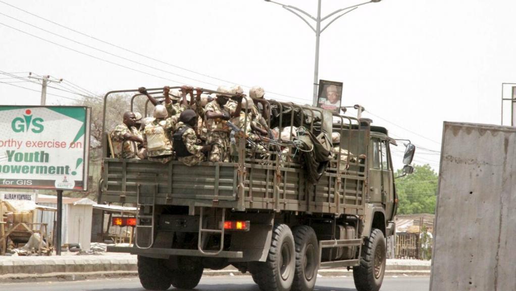 Patrouille militaire à Maïduguri, le 14 mai 2015. REUTERS/Stringer