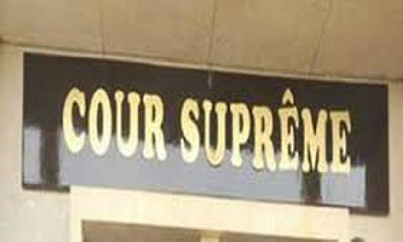 Malaise à la Cour suprême: le président sort le sabre