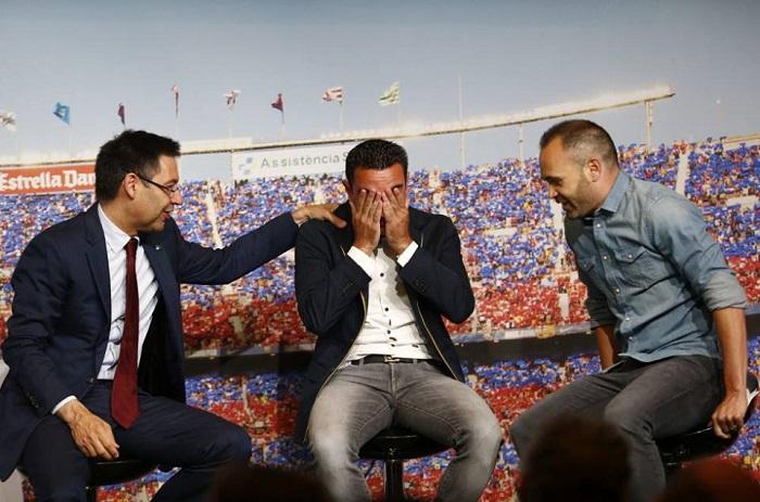Barcelone : Andrés Iniesta fait pleurer Xavi Hernadez.