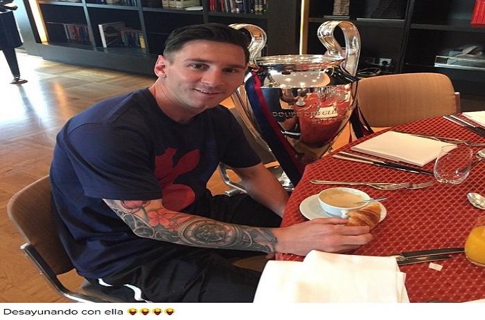 Barça : Quand Messi prend son petit déjeuner avec la Coupe