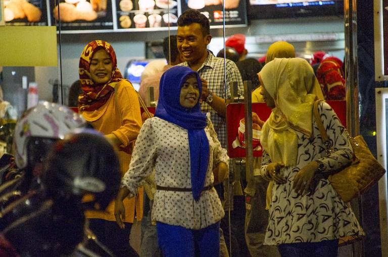 Indonésie : vie nocturne interdite pour les femmes dans la région pro-charia d'Aceh