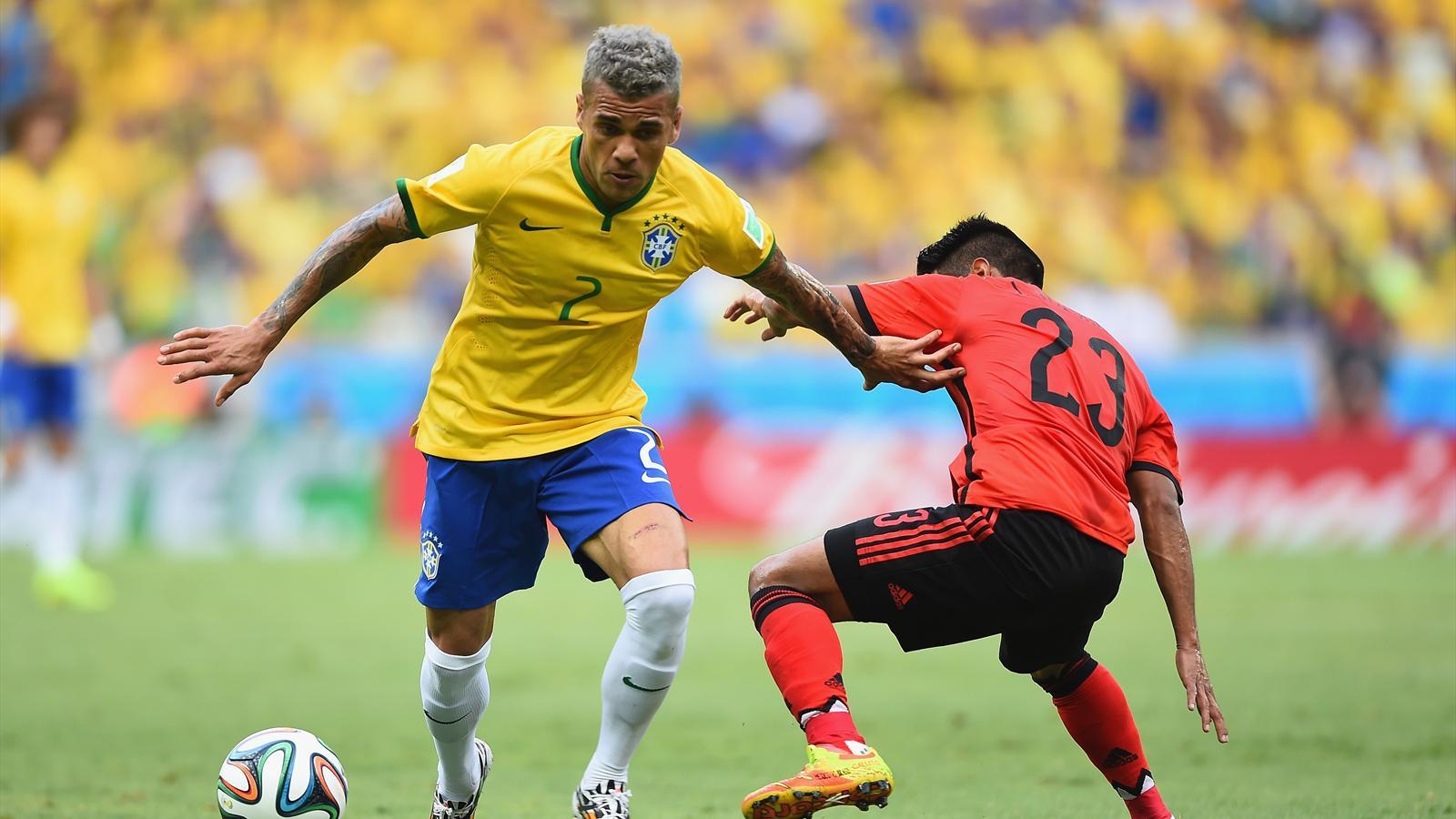 Brésil : Dani Alves remplace Danilo blessé