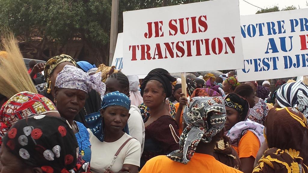Une manfestation contre la garde présidentielle, le 21 février 2015 à Bobo Dioulasse. AFP PHOTO / ROMARIC HIEN