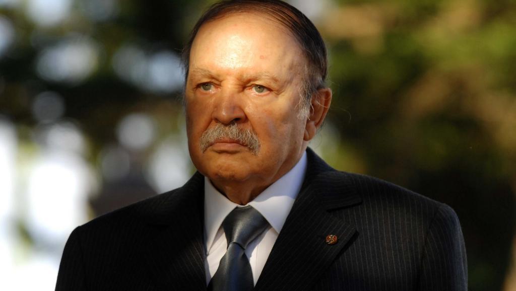 En Algérie, la visite de Hollande fait aussi grincer des dents