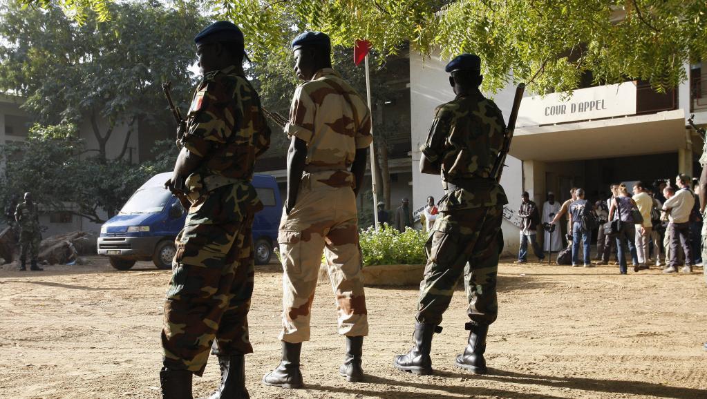 Soldats tchadiens devant le tribunal de Ndjamena (image d'archive 2007). Thomas SAMSON/Gamma-Rapho via Getty Images