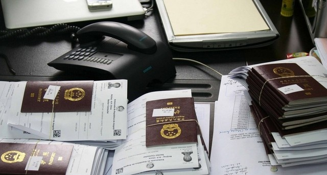 Trafic de passeports diplomatiques : les 14 prévenus devant le juge d'instruction aujourd'hui