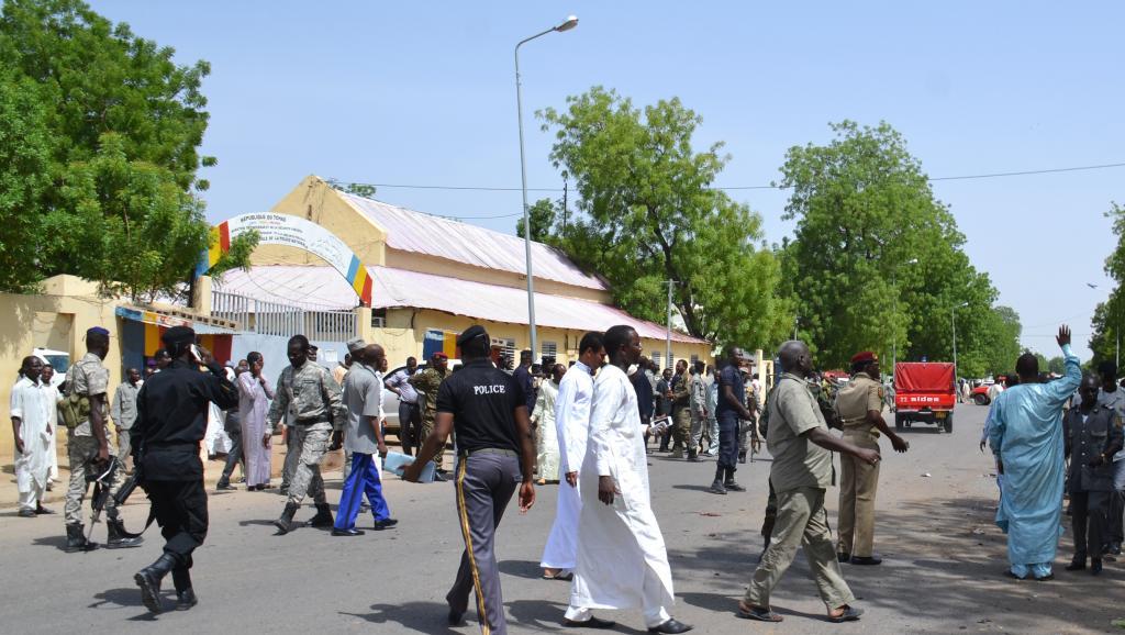 Les attentats ont ciblé le commissariat central, la direction de la Sécurité publique et l'école de police de Ndjamena, le 15 juin. AFP PHOTO / BRAHIM ADJI