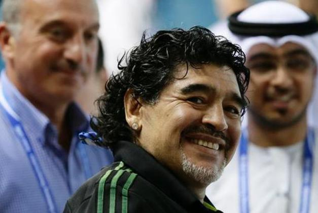 FIFA: Diego Maradona annonce sa candidature à la présidence