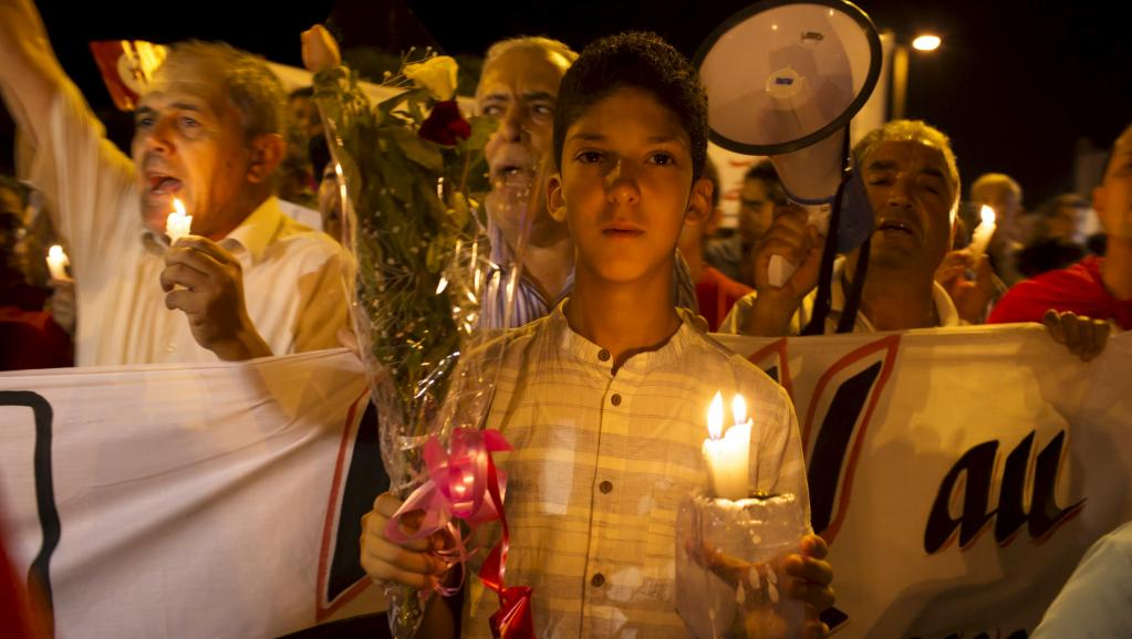 Des habitants se sont rassemblés pour honorer la mémoire des victimes de l'attentat qui a fait 38 morts à Sousse.