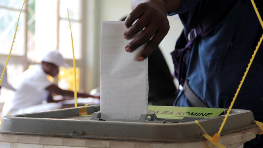 Opération de vote à Bujumbura, Burundi, le 29 juin 2015. AFP PHOTO/ LANDRY NSHIMIYE
