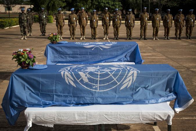 La mort de six soldats burkinabè au Mali « alarme » les journaux du Burkina