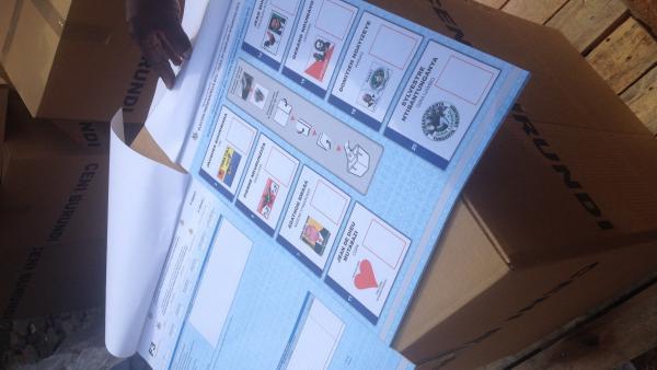 Le bulletin de vote contient les huit noms des candidats qui ont déposé leur candidature à la présidentielle. RFI/Sonia Rolley