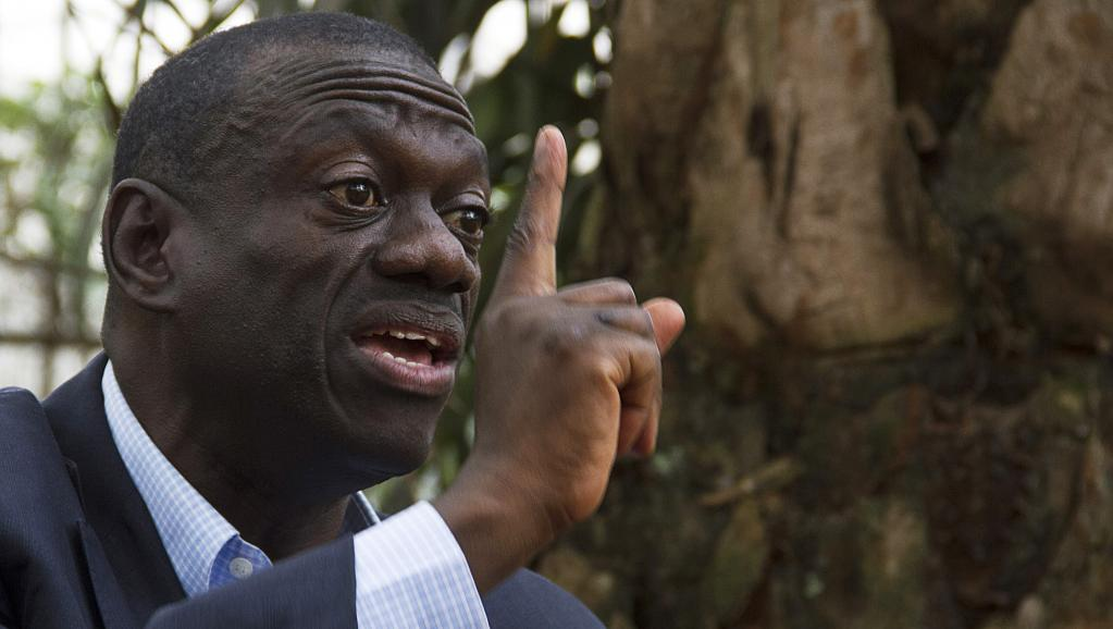 Le leader de l'opposition ougandaise Kizza Besigye a été interpellé le jeudi 9 juillet 2015. AFP PHOTO / ISAAC KASAMANI