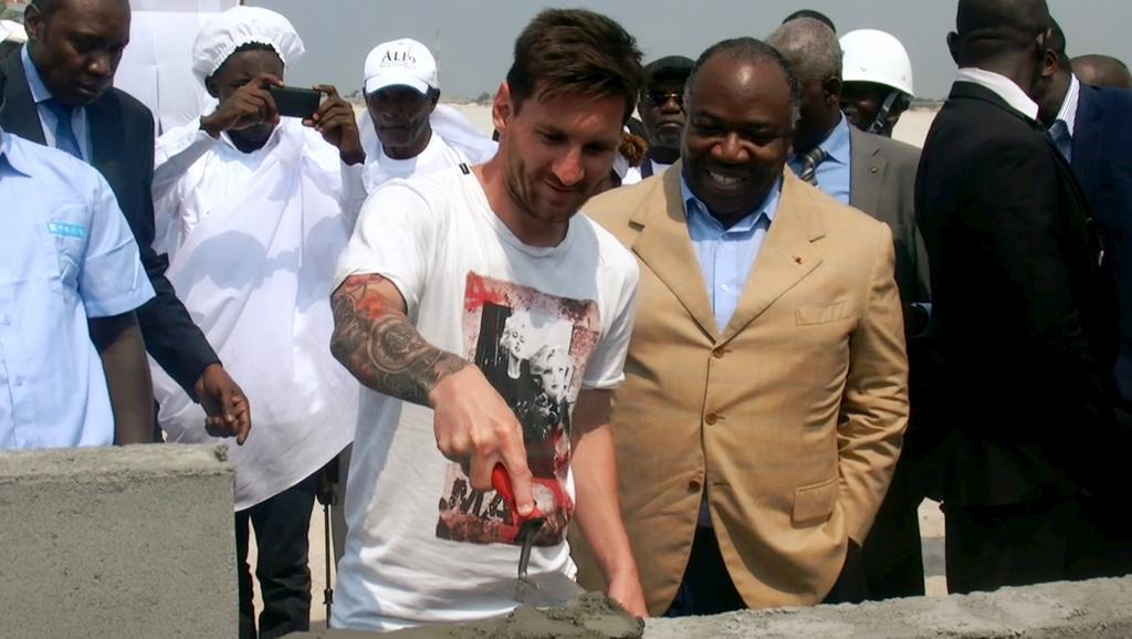 Can 2017, Gabon: Ali Bongo et Lionel Messi posent la première pierre du stade de Port Gentil