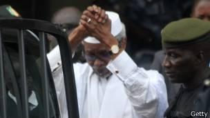 L'ancien président du Tchad est jugé par une cour spéciale au Sénégal.