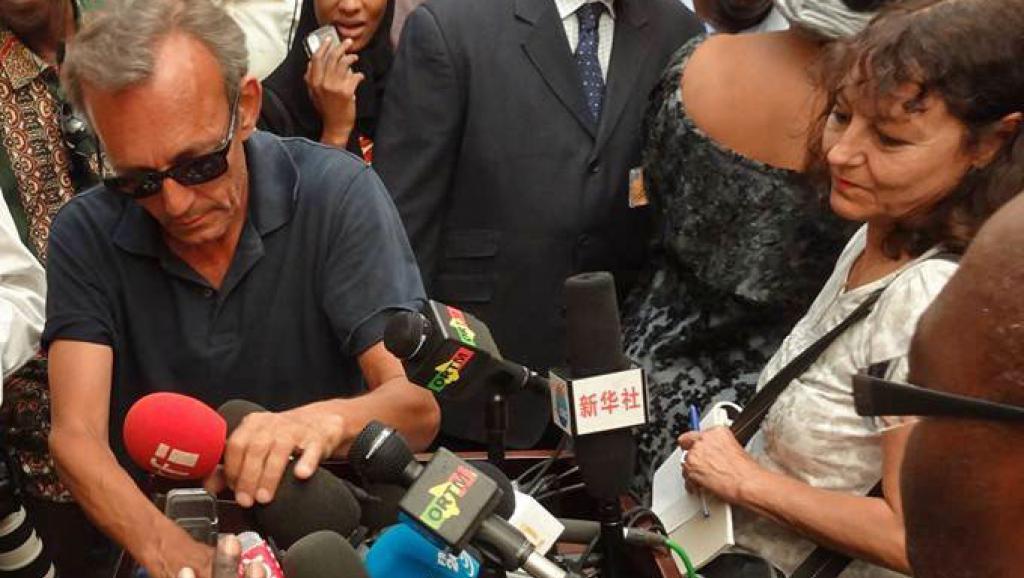 Claude Verlon (G) et Ghislaine Dupont à Kidal au Mali, en juillet 2013 RFI